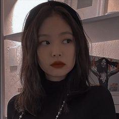 Jennie Kim Blackpink, Blackpink Memes, Famous Photos, Black Pink Kpop, Aesthetic Makeup, Peek A Boos, K Idols, Girl Group, Cool Girl