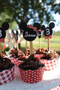 cupcake topper minnie e wrapper vermelho com bolinhas