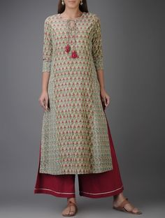 Green-Pink Block-printed Cotton Kurta with Mirror Work Salwar Neck Designs, Kurta Neck Design, Kurta Designs Women, Blouse Designs, Indian Dresses, Indian Outfits, Simple Kurta Designs, Kurta Cotton, Kurta Style