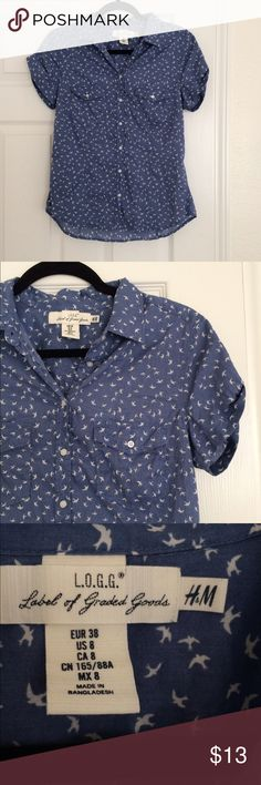 Patterned Button Down Blue short sleeve button down top with white little sparrow birds pattern. Size 8 from H&M. H&M runs small so this fits more like a 6. Gently worn but in excellent condition H&M Tops Button Down Shirts