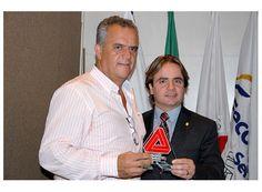 Prefeito de Cássia recebe troféu da Inconfidência http://www.passosmgonline.com/index.php/2014-01-22-23-07-47/regiao/4332-prefeito-de-cassia-recebe-trofeu-da-inconfidencia
