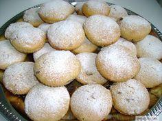 Muffins cu stafide si ciocolata Hamburger, Muffins, Cupcakes, Bread, Food, Muffin, Cupcake, Eten, Hamburgers