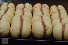 Piersici umplute cu crema - CAIETUL CU RETETE Hot Dog Buns, Yummy Food, Bread, Candy, Kids, Sweets, Desserts, Baking, Young Children