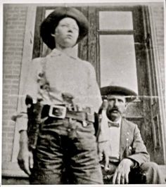 hair short geneseelibby: May 1899 – Female Old West outlaw Pearl Hart robs a stage. geneseelibby: May 1899 – Female Old West outlaw Pearl Hart robs a stage coach 30 miles southeast of Globe, Arizona. via Squidoo Cowgirls, Ask The Dust, Outlaw Women, Wild West Outlaws, Old West Photos, Cowboys And Indians, Cheyenne Indians, American Frontier, Le Far West