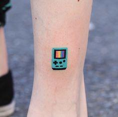 30 colorful mini tattoos you& love - feminine buzz - Ідеї Ñ . - 30 colorful mini tattoos you& love – feminine buzz – Ідеї тату – # they - Paar Tattoos, Bild Tattoos, Body Art Tattoos, Tatoos, Lover Tattoos, Gun Tattoos, Arrow Tattoos, Little Tattoos, Small Tattoos
