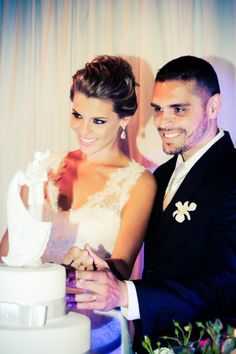 Casamento Patricia & Rafael #casamento #wedding #noiva #bride #noivo #groom #dress #vestido #topodebolo #bolo #cake #renda #love #amor