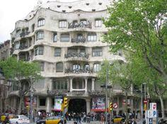 Palazzo progettato da Gaudi in centro a Barcell0na