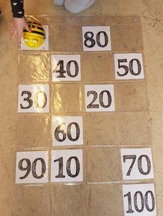 Sprongen van 10: laat de beebot van 10tal naar 10tal bewegen. Dragon Project, Robot, Bee, Coding, Teaching, School, Activities, The 100, Honey Bees