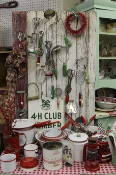 Vintage Kitchen Enamelware-I have a pretty good collection too and enjoy using most of it too-giving the pieces continued use and life. Look Vintage, Vintage Decor, Vintage Antiques, Vintage Items, Vintage Stuff, 1950s Decor, Vintage Enamelware, Vintage Kitchenware, Red Kitchen