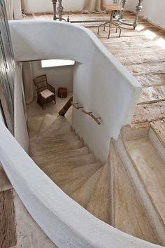Envers du Decor - mediterraneanfeel: Home in Costa Brava - Spain Interior Architecture, Interior And Exterior, Casa Petra, Casa Loft, Wooden Stairs, Concrete Staircase, Natural Building, Earthship, Staircase Design