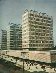 Ulica Św. Marcin - w czasach PRL'u ul. Armii Czerwonej. W roku 1969 otwarto pierwszy punkt handlowy.