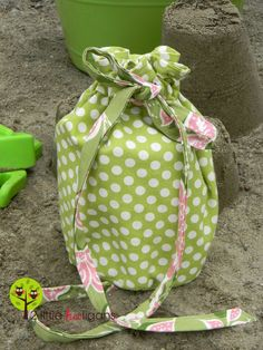 The Beach Comber Bag Tutorial(allow 1-2 hours to make & you will need to know how to sew a button hole)Materials Needed:*2-3 fat quarters of decor weight fabric (depending on the size of bag yo…