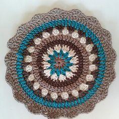 mandala by corazonalsol - DIY Crafts Love Thread Crochet, Love Crochet, Crochet Yarn, Double Crochet, Crochet Stitches, Crochet Cushions, Crochet Dishcloths, Crochet Doilies, Crochet Blankets