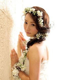 かすみ草を主役に思いっきり可憐に決める♡ マーメイドドレス・スレンダードレスに合うラプンツェルヘア一覧。ロングの髪型参考用。