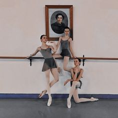 Suggestion to assist me by using clothing for mature ballet elegance now. Dance It Out, Just Dance, Ballet Photography, Photography Poses, Vaganova Ballet Academy, Dance Poses, Ballet Dancers, Ballerinas, Ballet Beautiful