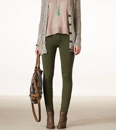 AEO Women's Knit Jegging (Briar) from American Eagle Outfitters. Saved to In my dream closet. Olive Green Pants Outfit, Green Leggings, Green Jeans, Olive Outfits, Leggings Verdes, Jeggings Outfit, Cardigan Outfits, Hijab Outfit, American Eagle Outfitters