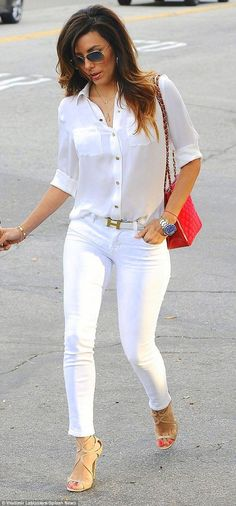 Eva Longoria in a silk white shirt, an Hermes belt, white jeans, Jimmy Choo Lance Sandals in Nude and Ray-Ban 3025 sunglasses. Casual Summer Outfits, Classy Outfits, Spring Outfits, Simple Outfits, White Jeans Outfit, White Outfits, White Pants, Mode Outfits, Fashion Outfits