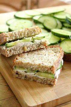Idea colación saludable. Pan integral con pepino #sobrevivealsemestre #estudiantes #umayor