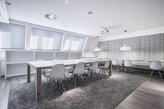 Met onze op maat gemaakte geplooide gordijnen, oftewel plissés, kunt u alle kanten op. Ze zijn veelzijdig en flexibel in gebruik en passen daardoor in elk interieur. Het maakt niet uit of u een draaikiepraam, een lichtkoepel of een vijfhoekig raam heeft; wij bieden voor elke situatie een maatoplossing. Conference Room, Table, Furniture, Home Decor, Decoration Home, Room Decor, Tables, Home Furnishings, Home Interior Design