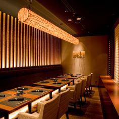 The photo of Interior: Nihonryourihanamusashishunka[Tabelog] Resturant Interior, Japanese Restaurant Interior, Oriental Restaurant, Small Restaurant Design, Japan Interior, Restaurant Interior Design, Restaurant Booth Seating, Deco Restaurant, Restaurant Lighting