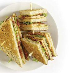 Club-sandwichs cantaloup, prosciutto et roquette Prosciutto Crudo, Sandwiches, Hot Dogs, Healthy Recipes, Healthy Food, Picnic, Beef, Meals, Chicken