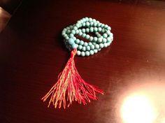 Japamala de turquesa con pompon rojo para mujeres y hombres