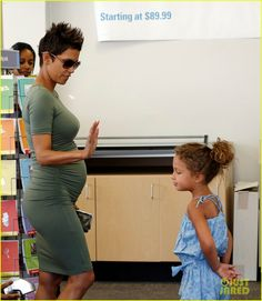 Halle Berry takes her daughter Nahla to the FedEx Kinkos store on May 24, 2013