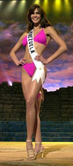 Miss Venezuela Srta Claudia Moreno, en su presentación en Traje de Baño, en el Certamen de Miss Universe 2000...