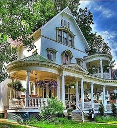 ideas house styles exterior victorian dream homes Victorian Architecture, Beautiful Architecture, Beautiful Buildings, Beautiful Homes, Victorian Style Homes, Victorian Porch, Victorian Cottage, Decoration Inspiration, Decoration Design