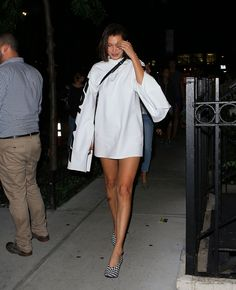 Bella Hadid's Best Red Carpet and Street Style Looks Bella Hadid News, Bella Hadid Style, Star Fashion, 90s Fashion, White Fashion, Fashion Addict, Fashion Styles, Fashion News, Street Style Looks