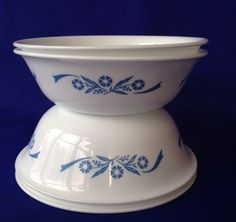 4 Cornflower Blue Corelle Cereal or Soup Bowls on White Corning Ware 6 1/4""