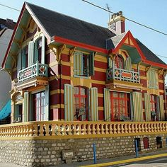 105 of the World's Most Colourful Buildings -DesignBump Colourful Buildings, Unique Buildings, Colorful Houses, Amazing Places On Earth, Wonderful Places, Nautilus, Beautiful Architecture, Art And Architecture, Roubaix
