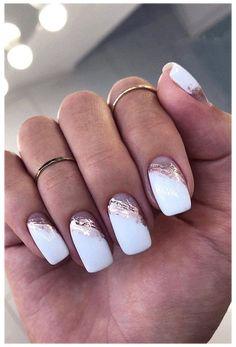 Chic Nails, Stylish Nails, Trendy Nails, Gold Acrylic Nails, Rose Gold Nails, Nail Art Rose, White Nails With Glitter, White Summer Nails, White Nail Art
