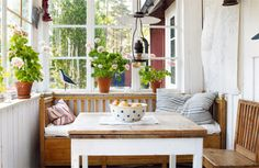 Built in day bed with storage underneath for cushions Summer House Interiors, Cozy Cottage, Modern Cottage, Tiny Cabins, Home And Deco, Scandinavian Interior, Little Houses, Outdoor Rooms, Porch Decorating