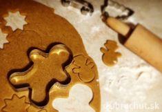 Perníčky od babičky Gingerbread Cookies, Cookie Cutters, Xmas, Gingerbread Cupcakes, Yule, Ginger Cookies, Christmas Movies, Christmas, Natal