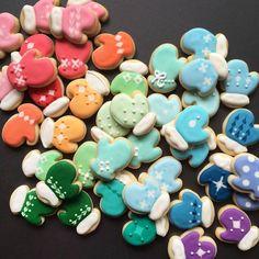 Mini mitten sugar cookies by @hol_fox