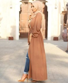 Abaya Moderne 2019 : Comment vous habillez-vous et quand portez-vous l'abaya ?… Modern Abaya How do you dress and when do you wear the abaya? Hijab Beige with Abaya Arab Fashion, Islamic Fashion, Muslim Fashion, Modest Fashion, Modest Wear, Modest Dresses, Modest Outfits, Maxi Dresses, Eid Outfits