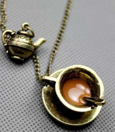 This necklace reminds me of Alice in Wonderland!