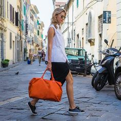 A bit of cheeky shopping, city trotting and pasta eating  with my @lipaultparis_official  I'll miss this city! #sp #florence #streetstyle #packyourplume #RIEditorAtLarge