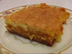 C Recipes Betty Crocker : Betty's Gooey Butter Cake - C Recipes Betty Crocker Video C Recipes Betty Crocker Betty demonstrates how to make a Gooey Butter Cake. This cake originated in St. Ooey Gooey Butter Cake, Butter Cakes, Icebox Cake, Cake Bars, Cake Cookies, Cupcake Cakes, Cupcakes, Baking Recipes, Cookie Recipes