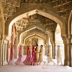 shaadi-fever:    This is a GREAT shaadi photo. Super creative, love the clothing and the location is fantastic!  -A