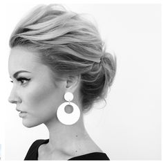 What's the Difference Between a Bun and a Chignon? - How to Do a Chignon Bun – Easy Chignon Hair Tutorial - The Trending Hairstyle Chignons Glamour, Wedding Hair And Makeup, Hair Makeup, Bridal Hair Updo High, Prom Hair, Short Hair Wedding Styles, Messy Wedding Updo, Hair Ideas For Wedding Guest, Wedding Hair For Short Hair