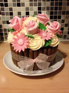 Giant cupcake bouquet design