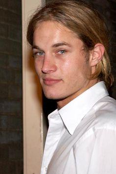 Travis Fimmel nació el 15 de julio de 1979 en Australia.