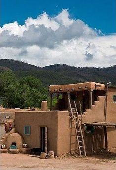 Picture/photo (New Mexico Buildings): Pueblo house. Taos, New Mexico, USA New Mexico Style, Taos New Mexico, Pueblo House, Adobe Haus, Earth Bag Homes, Taos Pueblo, Mud House, Santa Fe Style, Clay Houses