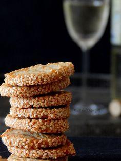 Ζύμη είναι η πλαστελίνη της κουζίνας με την οποία παίζει ασχολείται κανείς πριν την ανοίξει / στρώσει / κόψει , για να...
