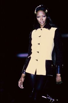Versace Fall 1992 Ready-to-Wear Fashion Show - Naomi Campbell