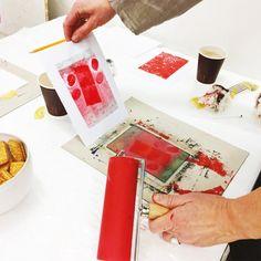 Ski kunstforening arrangerer en kreativ workshop hvor du lærer å lage unike (mono) bilder på papir ved hjelp av plexi/glassplater, trykksverte/maling, trykkeelementer, overføringsteknikker med mer. Workshop'en holdes i Ustvedthuset av billedkunstner Line Elghøy Marsdal søndag 5. juni.
