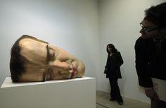 La mostra di Ron Mueck a Parigi  - IlPost - (AP Photo/Francois Mori)