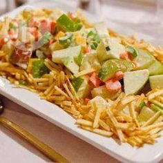 Salpicão exótico @ allrecipes.com.br - receita: Salpicão com maçã verde, queijo prato, abacaxi, cenoura e aipo. Essa receita de salpicão não leva nenhum tipo de carne, é vegetariana.